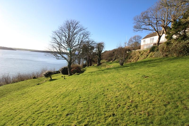 5 Bedrooms Detached House for sale in Llanstadwell, Milford Haven, Pembrokeshire. SA73 1EG