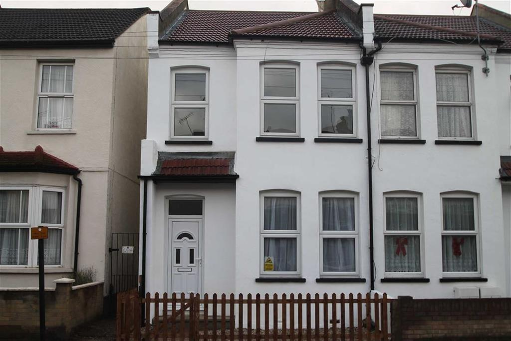 3 Bedrooms House for sale in Fairfax Drive, Westcliff On Sea, Essex