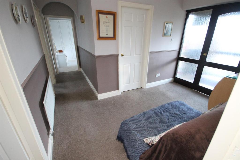 2 Bedrooms Detached Bungalow for sale in Knaresborough Close, Clavering, Hartlepool