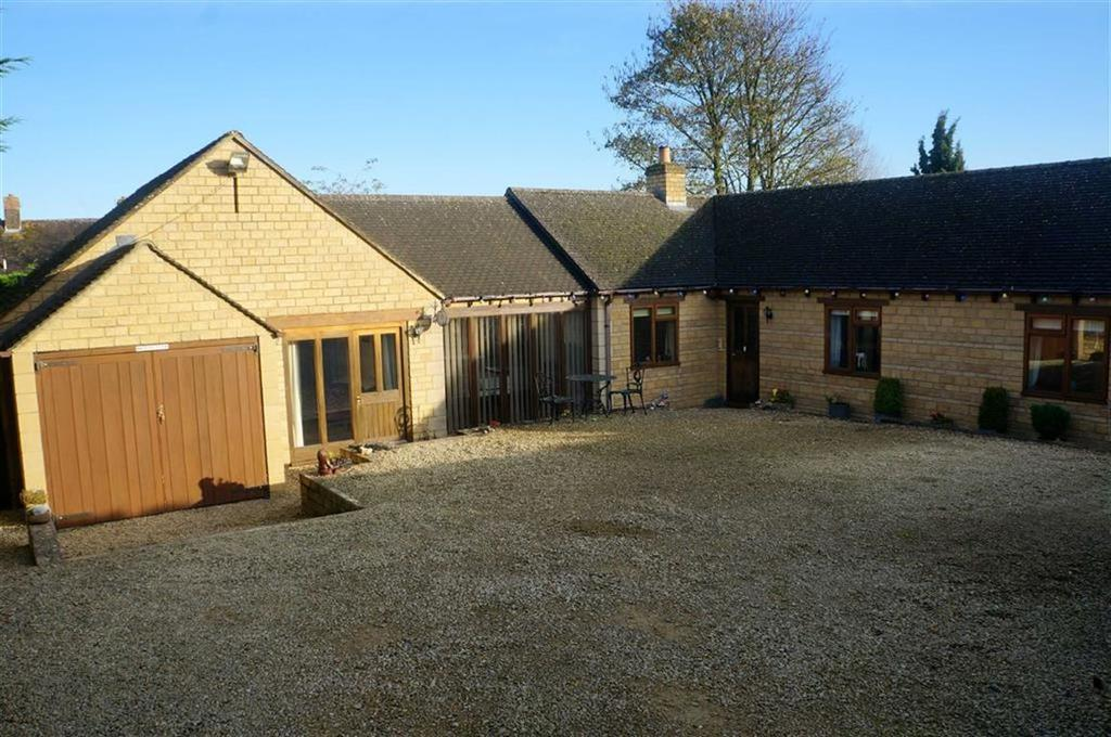 3 Bedrooms Detached Bungalow for sale in Sterling Close, Stow-on-the-Wold, Gloucestershire