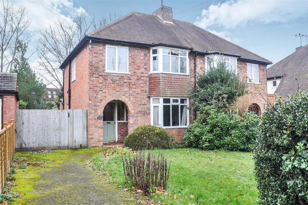 3 Bedrooms Semi Detached House for sale in Avon Crescent, Stratford-Upon-Avon