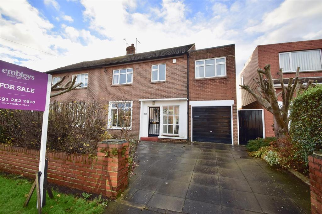 4 Bedrooms Semi Detached House for sale in Thirlmere Avenue, North Shields