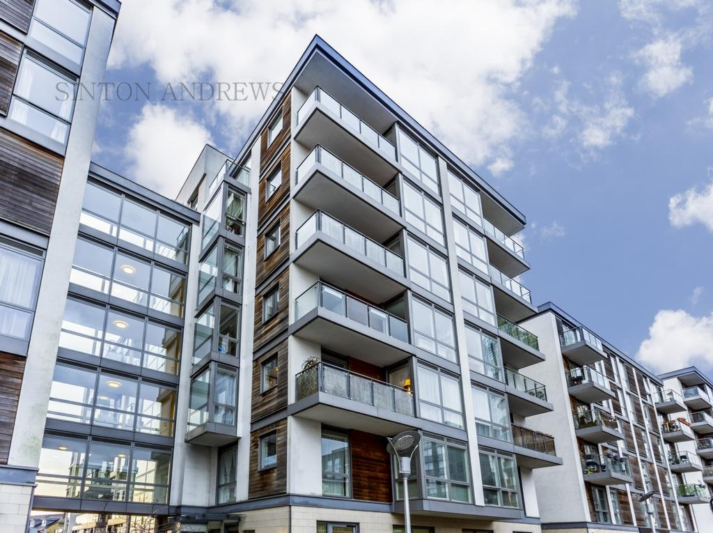 2 Bedrooms Flat for sale in Gilbert House, Ealing Road, Brentford, TW8