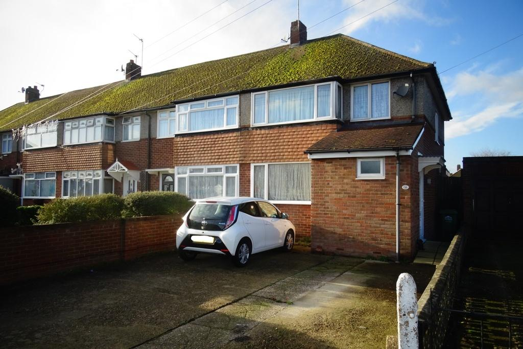 3 Bedrooms End Of Terrace House for sale in Elgin Avenue, Ashford, TW15