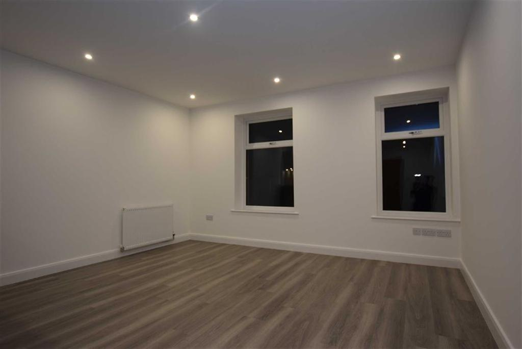 2 Bedrooms Apartment Flat for rent in 4-6 Gladstone Terrace, Barrowford, Lancashire