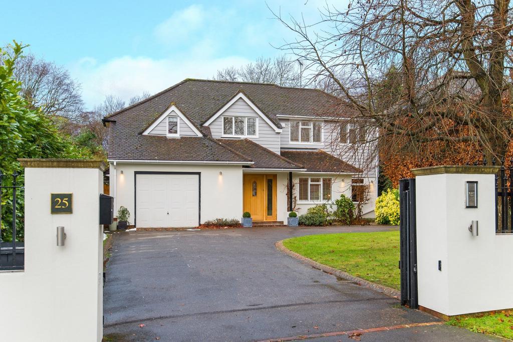 5 Bedrooms Detached House for rent in Daleside, Gerrards Cross, SL9