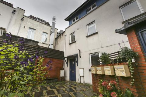 2 bedroom townhouse to rent - Flat , Highland Crescent, BS8