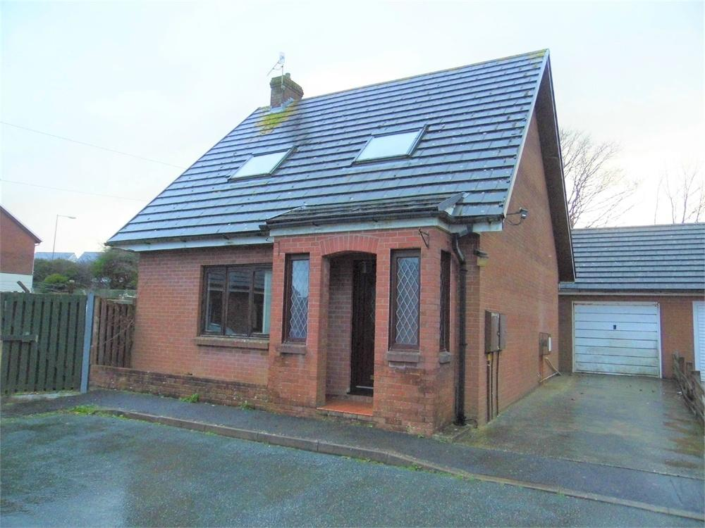 3 Bedrooms Detached Bungalow for sale in 29 Maes Awel, Fishguard, Pembrokeshire