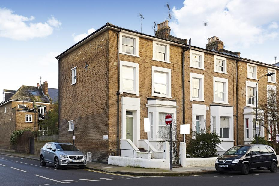 2 Bedrooms Flat for sale in St Stephens Avenue, London W12