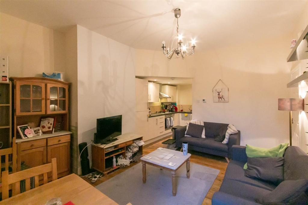 3 Bedrooms Flat for rent in Glenthorn Road, Jesmond, Newcastle Upon Tyne