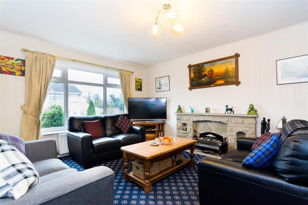 3 Bedrooms Semi Detached House for sale in Beecroft Gardens, Bramley