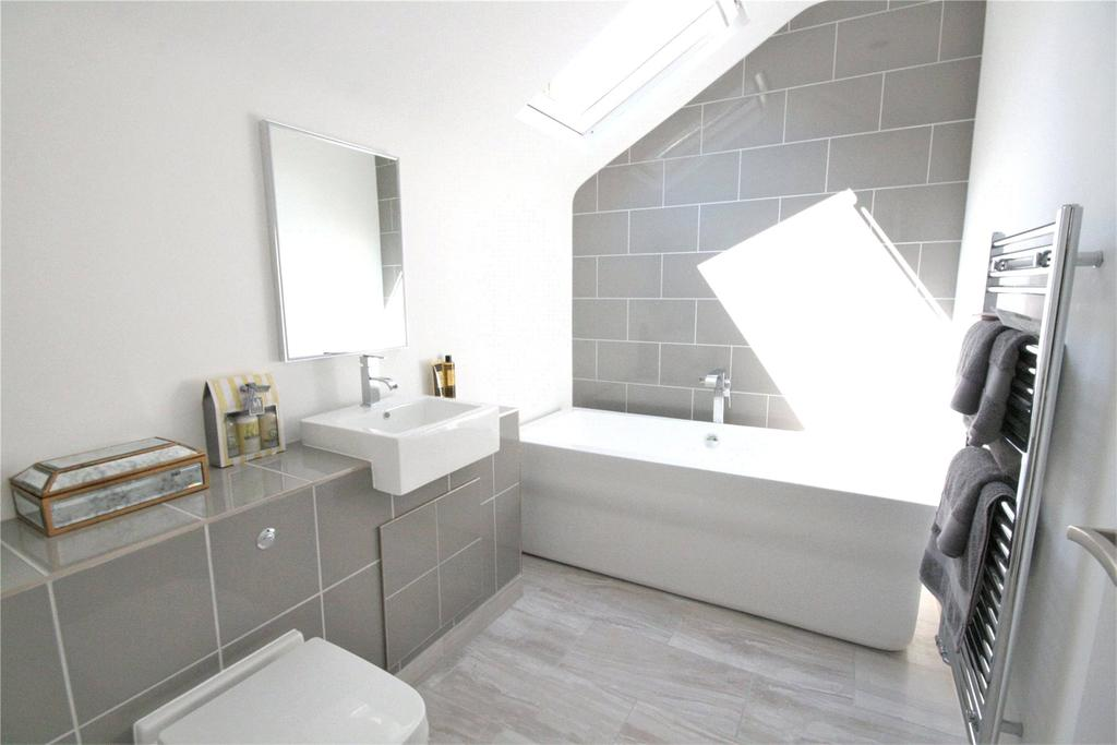 2 Bedrooms Flat for sale in Seaview Court, Cambridge Street, DN35