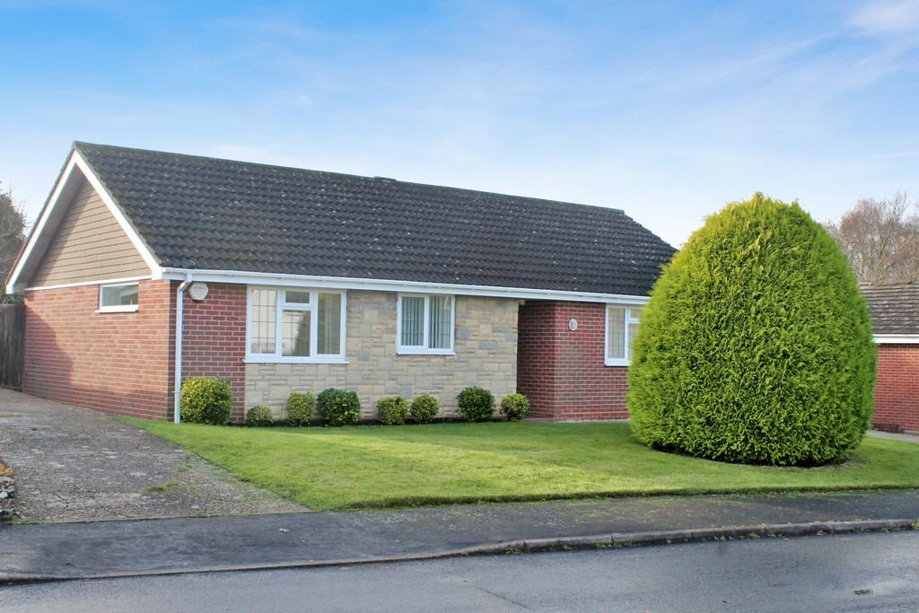 3 Bedrooms Detached Bungalow for sale in Denshire Drive, Storrington