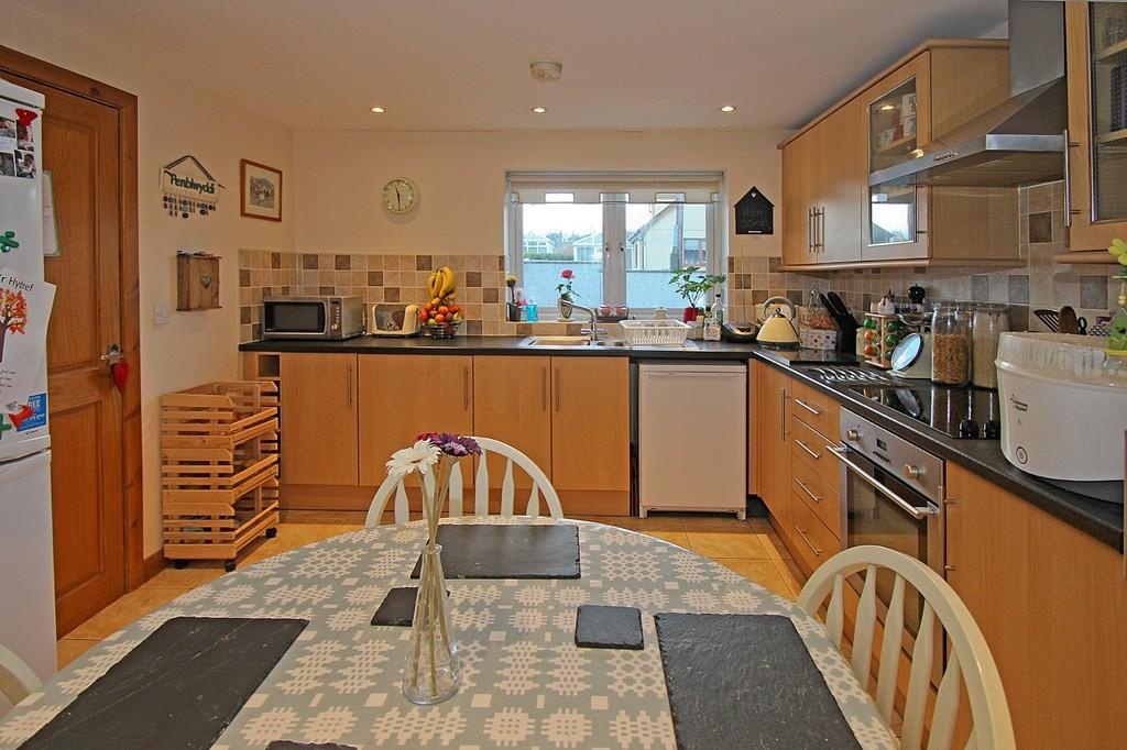 3 Bedrooms Semi Detached House for sale in Ystad Ceris, Pentre Berw, North Wales