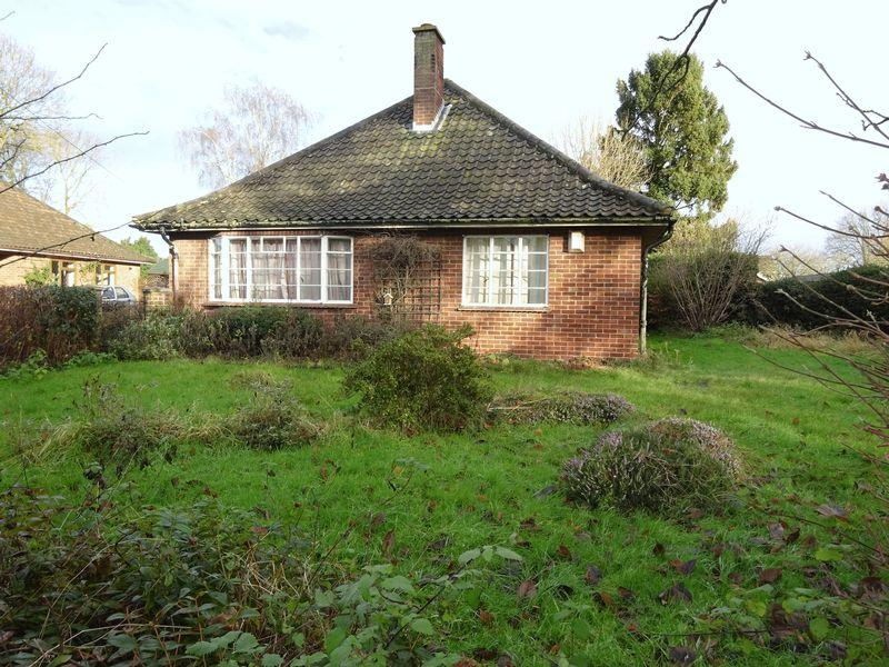 3 Bedrooms Detached Bungalow for sale in Drayton High Road, Drayton, Norwich