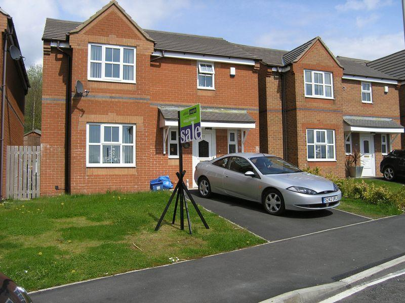 3 Bedrooms Detached House for sale in Tunstall Drive, Clayton Le Moors