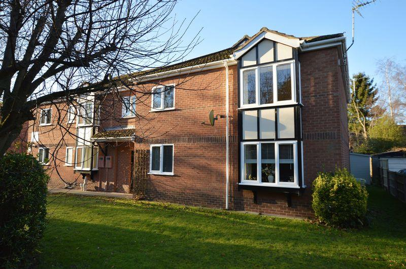 2 Bedrooms Apartment Flat for sale in 30 Oaklands, Woodhall Spa