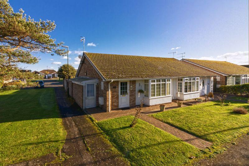 2 Bedrooms Bungalow for sale in Finches Close, Lancing