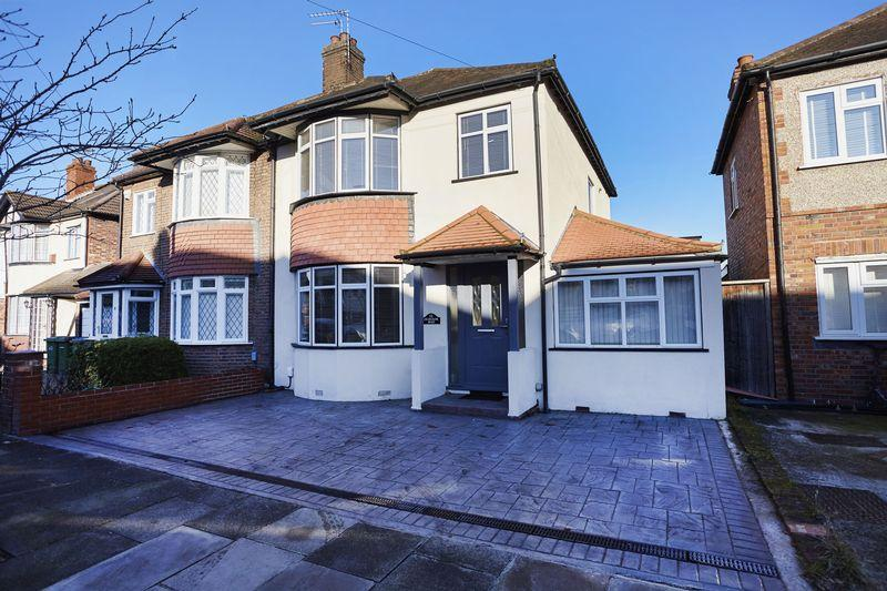 4 Bedrooms Semi Detached House for sale in Charldane Road, New Eltham SE9