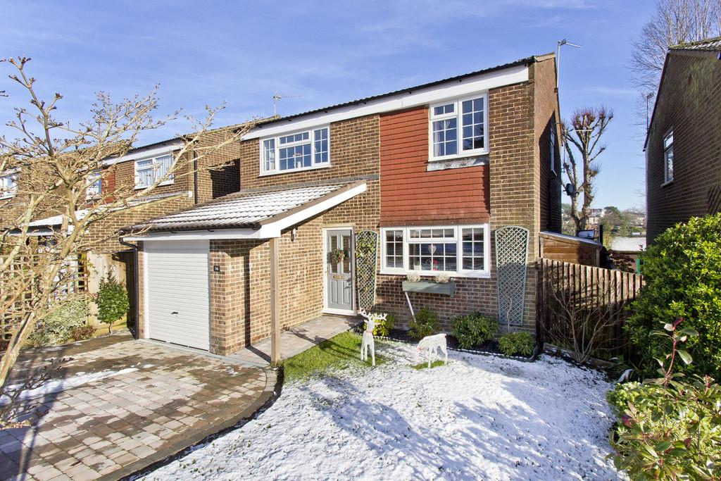 4 Bedrooms Detached House for sale in Willowmead, Crowborough