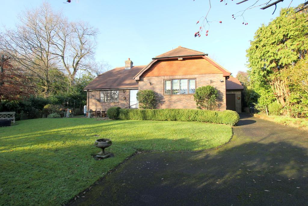 3 Bedrooms Detached Bungalow for sale in Mutton Hall Hill, Heathfield