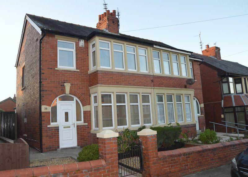3 Bedrooms Semi Detached House for sale in Birchway Avenue, Blackpool