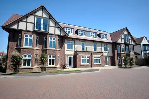 2 bedroom flat for sale - Clifton Drive North, Lytham St Annes, FY8