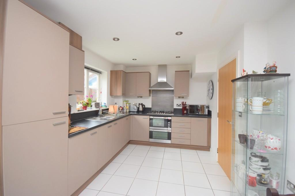 4 Bedrooms Link Detached House for sale in Beaulieu Park, Chelmsford, CM1 6AL
