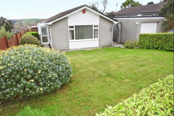 3 Bedrooms Bungalow for sale in 30 Tenderah Road, HELSTON, TR13
