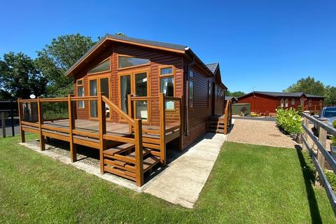 2 bedroom detached bungalow for sale - Woodcock Lane, Burton Waters, Lincoln