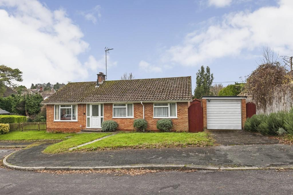 3 Bedrooms Detached Bungalow for sale in Woodlea Close, Winchester, SO22