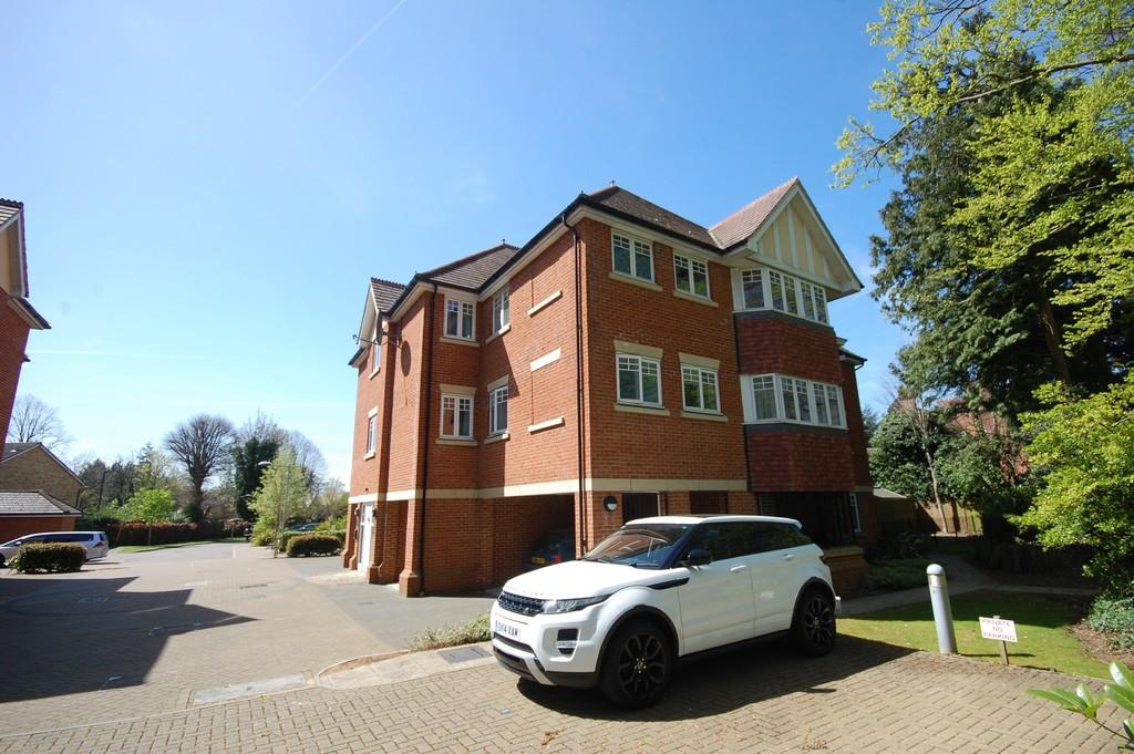 3 Bedrooms Apartment Flat for rent in NASCOT WOOD
