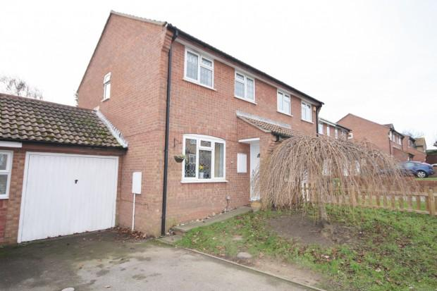3 Bedrooms Semi Detached House for sale in Shannon Close, Peacehaven, BN10