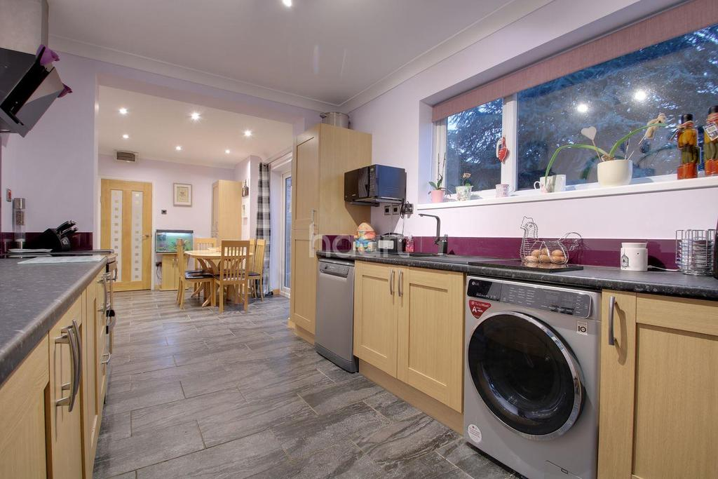 3 Bedrooms Detached House for sale in Miletree Lane, Wisbech St Mary