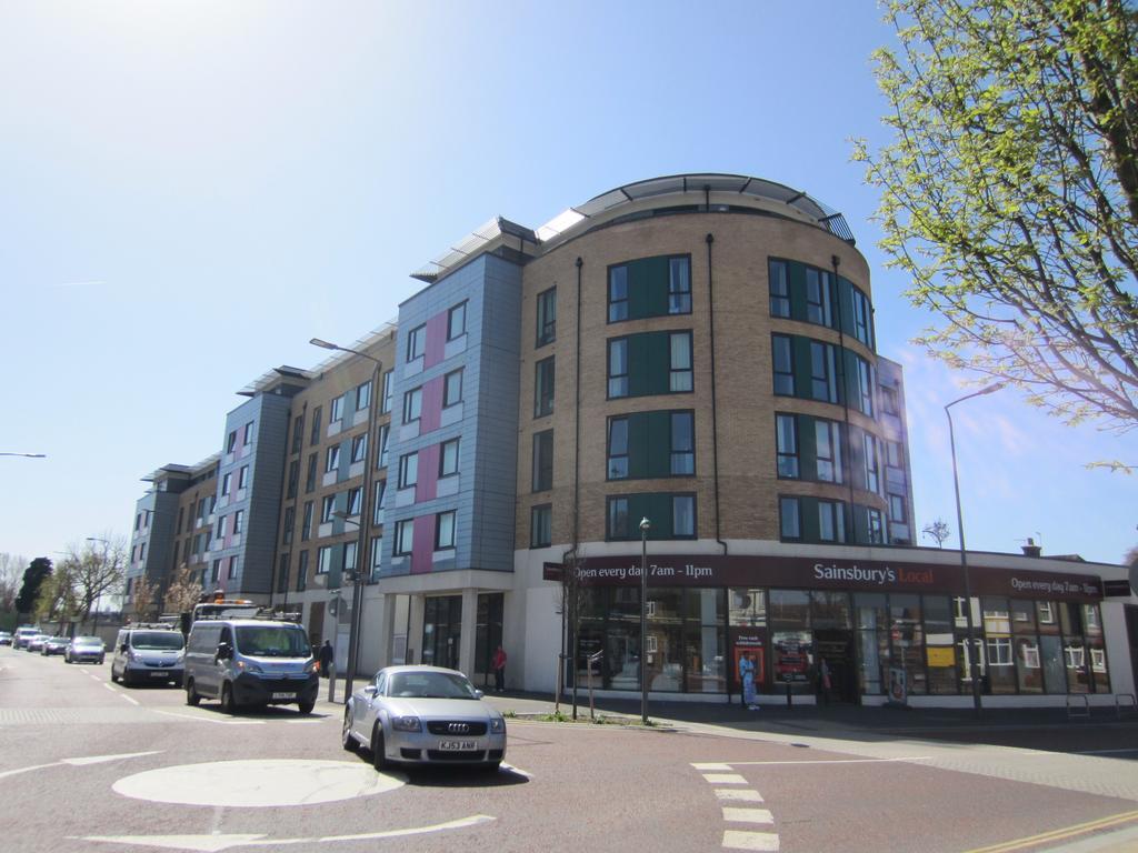 1 Bedroom Flat for sale in London Road, Hackbridge, Sutton SM6