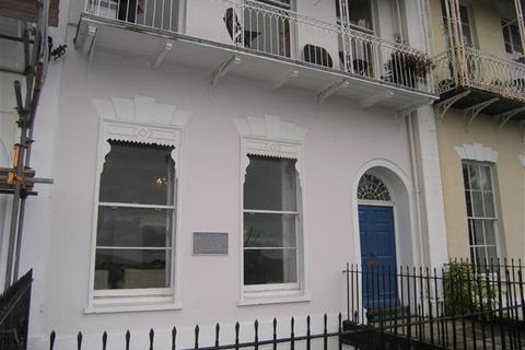 2 bedroom property to rent - Royal York Crescent