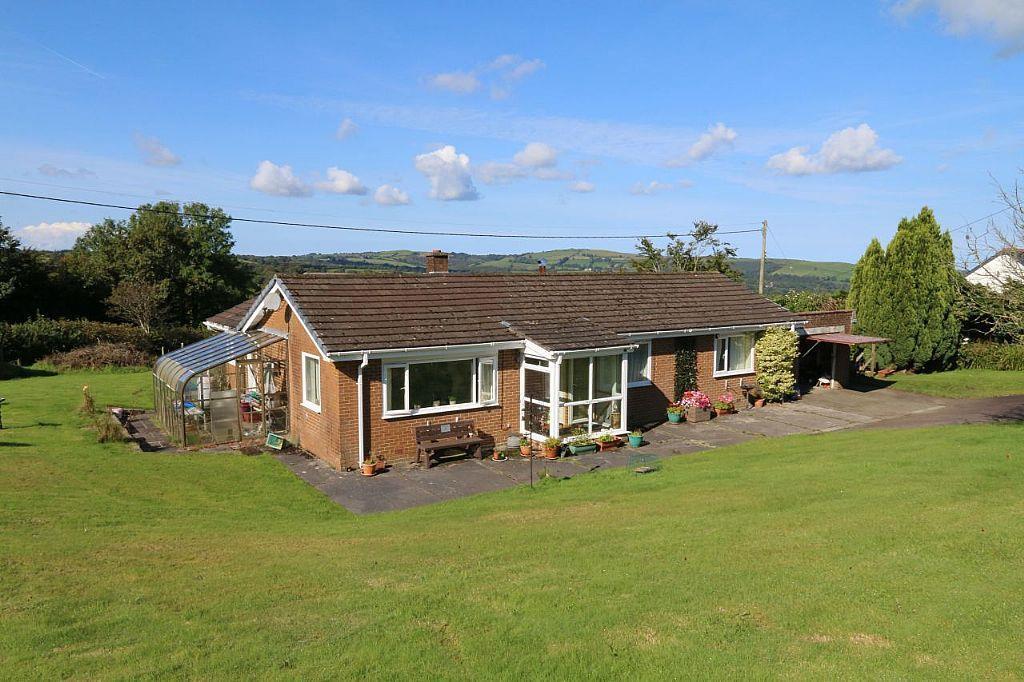 3 Bedrooms Bungalow for sale in Creuddyn Bridge, Lampeter