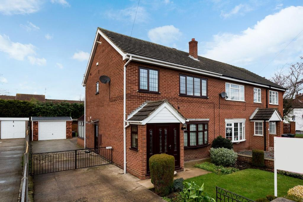 3 Bedrooms Semi Detached House for sale in Flaxley Road, Selby