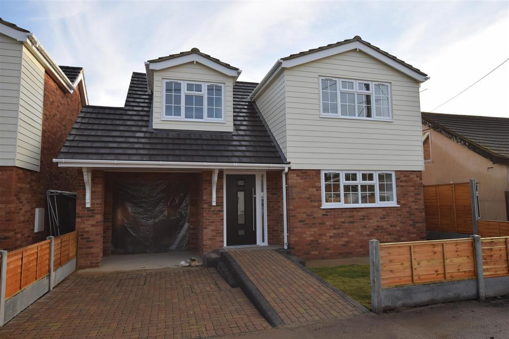 2 Bedrooms Chalet House for sale in St. Annes Road, Canvey Island