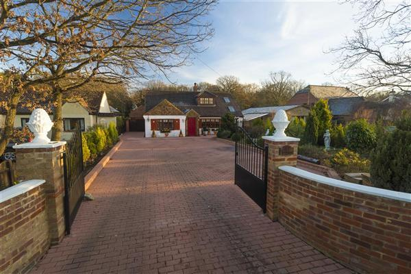 4 Bedrooms Detached House for sale in Meronswood, 47 Tally Ho Road, Stubbs Cross