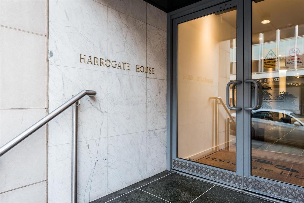 2 Bedrooms Flat for sale in Harrogate House, Parliament Street, Harrogate