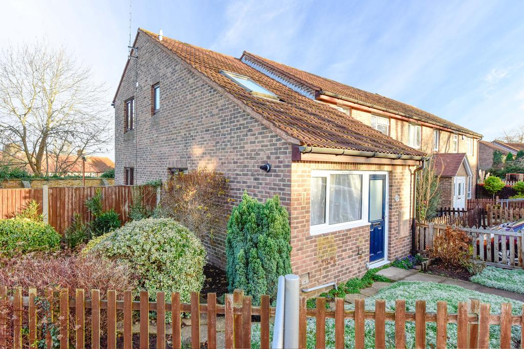 2 Bedrooms End Of Terrace House for sale in Meadows Leigh Close, Weybridge, Surrey, KT13