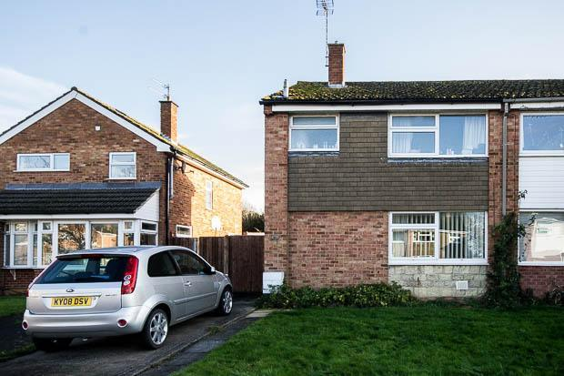 3 Bedrooms Semi Detached House for sale in Read Way, Bishops Cleeve, Cheltenham, GL52 8EL