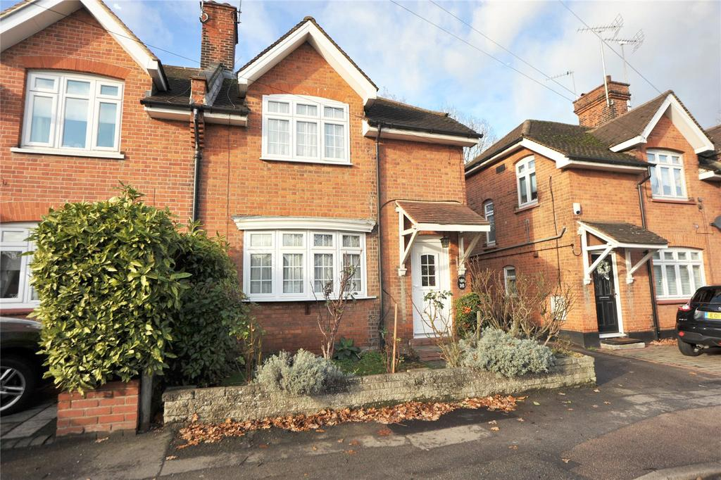3 Bedrooms Semi Detached House for sale in Rayleigh Road, Hutton, Brentwood, Essex, CM13