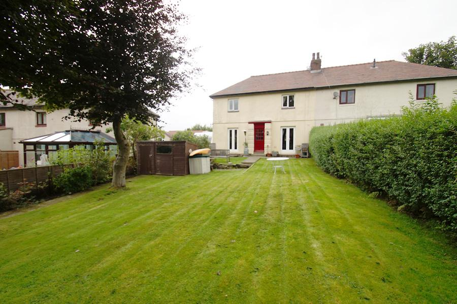 3 Bedrooms Semi Detached House for sale in Heathfields Road, Uppemill OL3