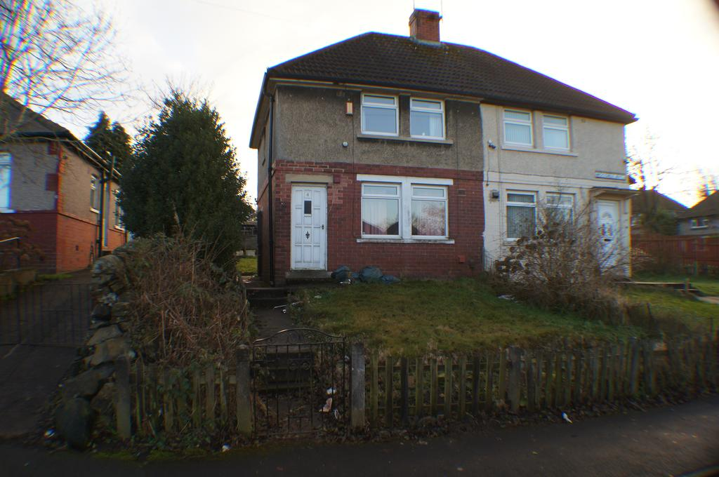 2 Bedrooms Semi Detached House for rent in Woodale Avenue, Bradford BD9