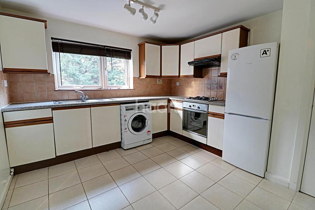 3 Bedrooms Flat for sale in Bycullah Road, Enfield, EN2