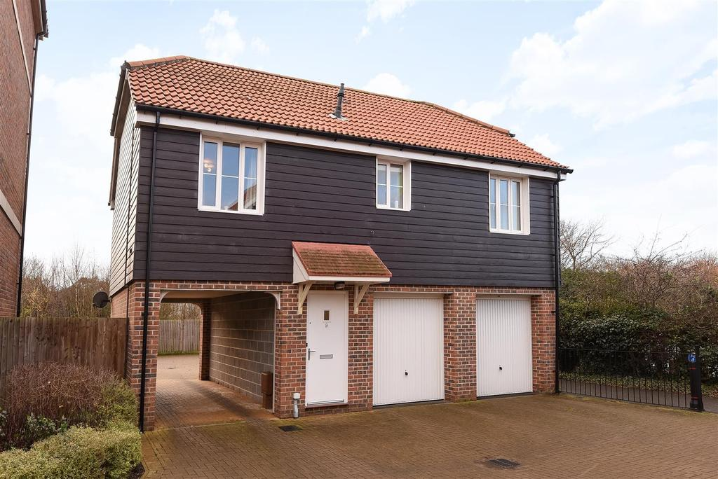 2 Bedrooms Semi Detached House for sale in Whyke Marsh, Chichester
