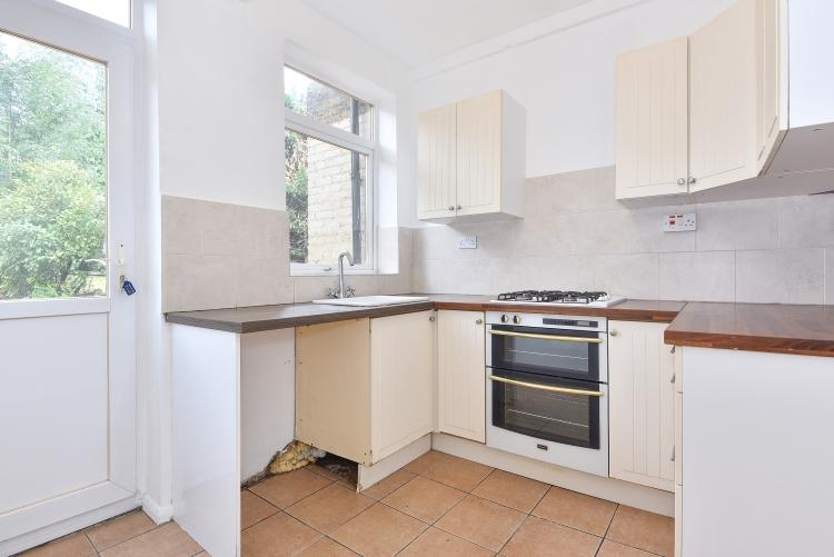 3 Bedrooms House for rent in Alwold Crescent London SE12