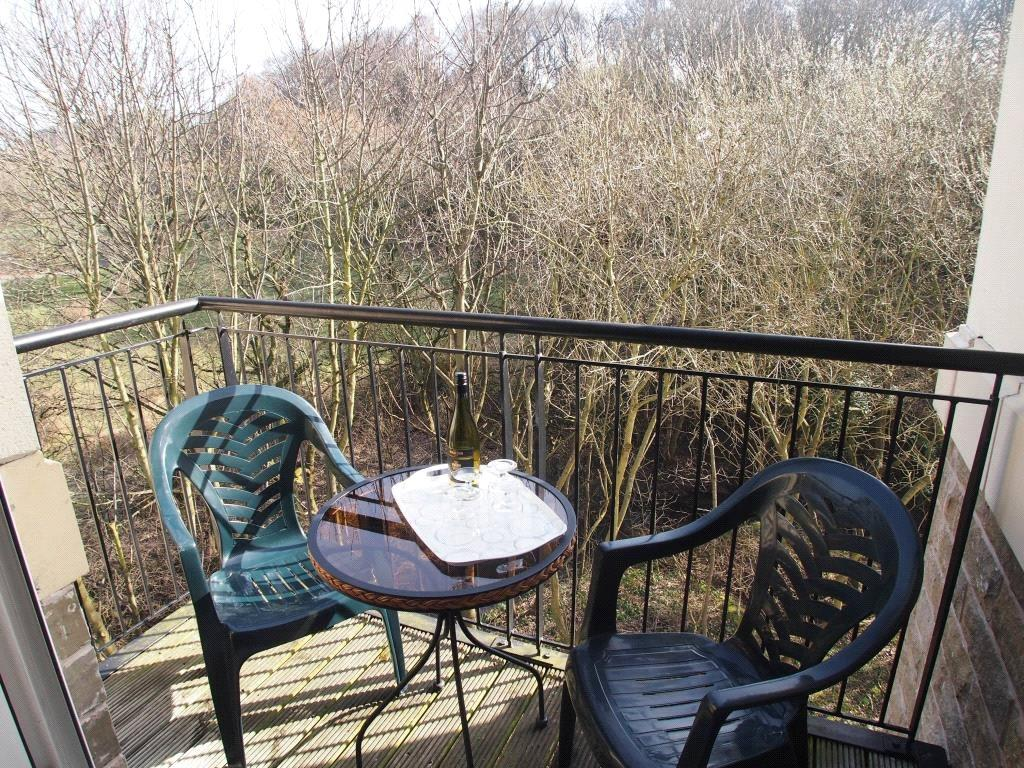 2 Bedrooms Apartment Flat for sale in Flat 15, Thwaite Court, Cornmill View, Leeds, West Yorkshire